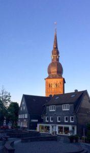 Stadtkirche mit Markt